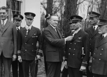 Coolidge_awarding_Medal_of_Honor_to_Byrd_and_Bennett_1927