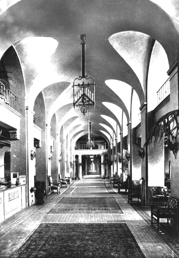 The Vinoy Hotel lobby, as it appeared during the 1920s.
