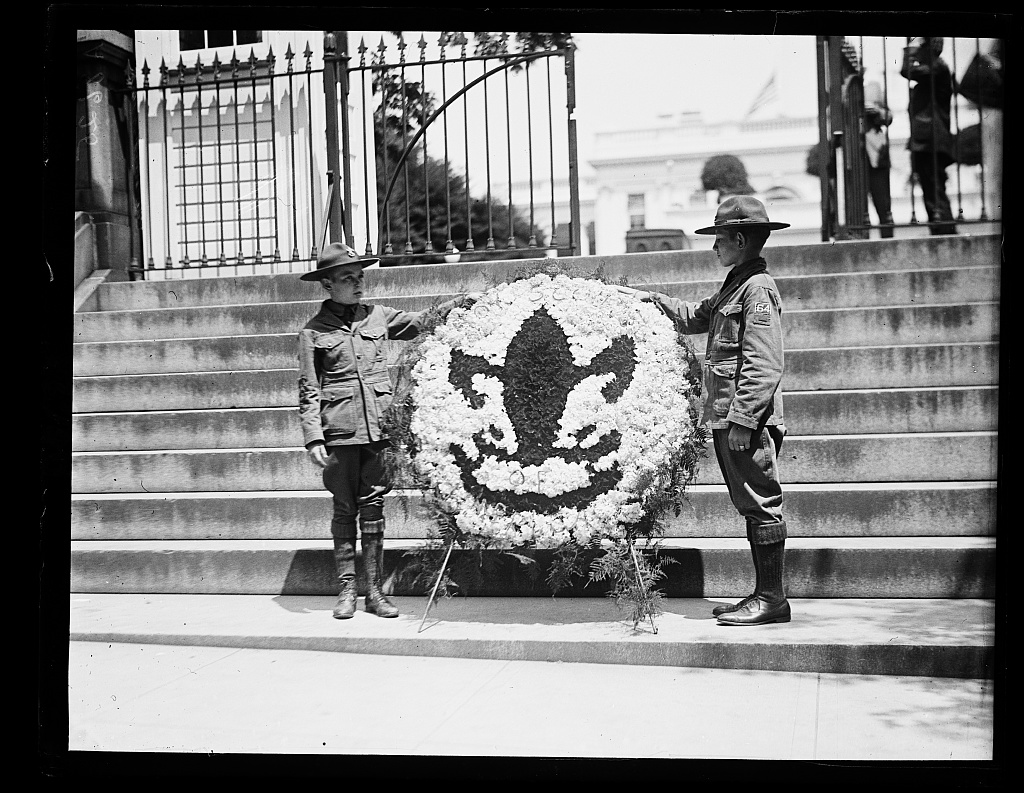 Robert Fulton, left, and Louis Paulin present a wreath to the Coolidge family, in memory of Calvin Jr., on behalf of the Boy Scouts of America, 1924.