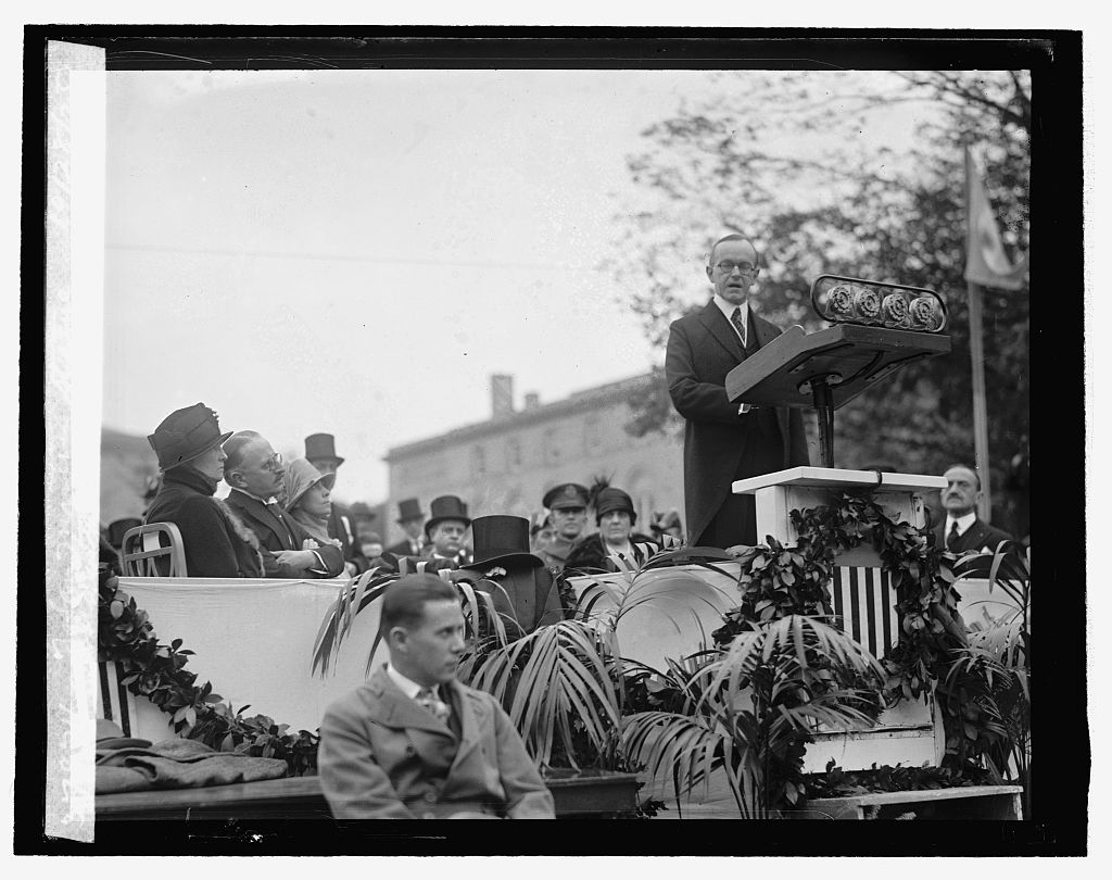 President Coolidge dedicating the statue of San Martin. Courtesy of the Library of Congress.