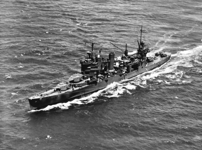 USS_Astoria_(CA-34)_operating_in_Hawaiian_waters_on_8_July_1942_(NH_97682)