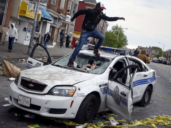 rtr_baltimore_unrest_06_jc_150427_4x3_992