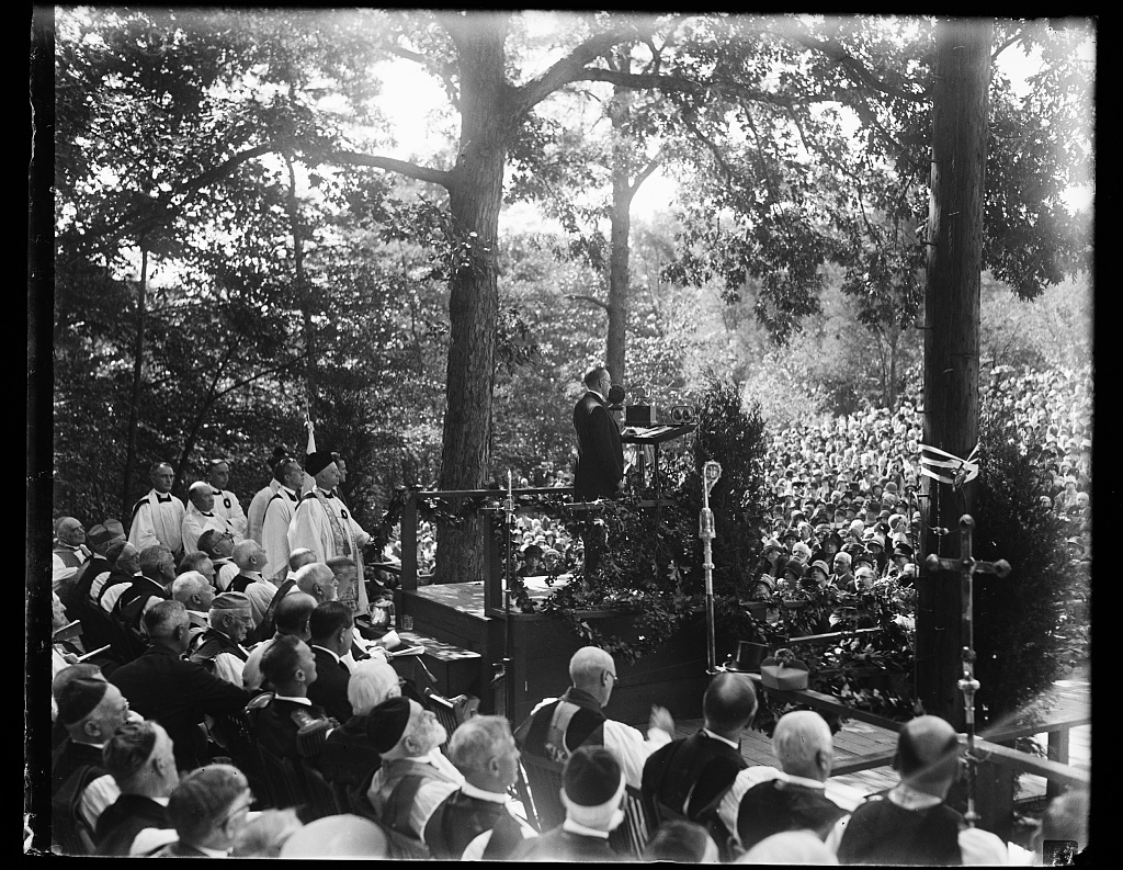 President Coolidge addressing a gathering outdoors, 1928