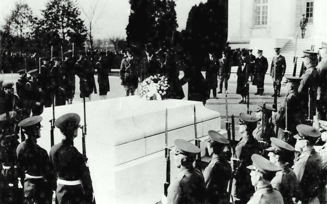 President Coolidge placing the wreath at the Tomb of the Unknown Soldier, November 11, 1927.
