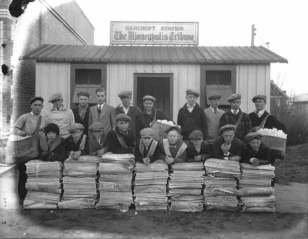 """Team of """"newsies"""" in 1925 not far from where Caspar S,. Yost and several other editors disembarked on the trek west that would reveal Yost's vision to form an """"ethical organization"""" bringing together individuals committed to the raising the standards and purpose of the news in what would become the American Society of Newspaper Editors, 1922."""