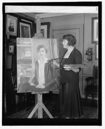 Miss_Juliet_Thompson_and_portrait_of_Mrs._Coolidge,_2-8-27_LCCN2016842922