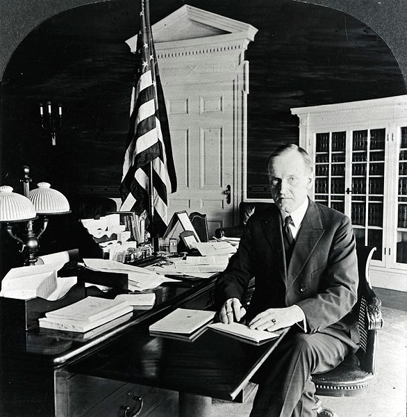 CC-Oval-Office-desk-by-AHDavenportCo-Boston-made-1902-TR