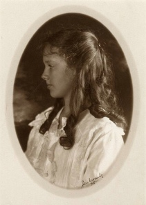 Anne_Morrow_Lindbergh_portrait_1918