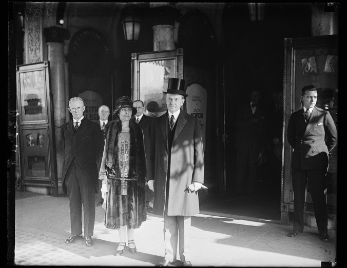 pres-and-mrs-coolidge-attend-thanksgiving-dinner-at-keiths-theatre-washington-1927